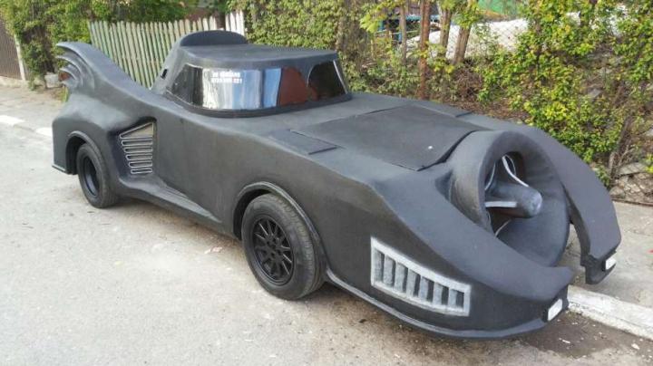 Te costă doar 2.800 de euro! Replica maşinii lui Batman, scoasă la vânzare (FOTO)