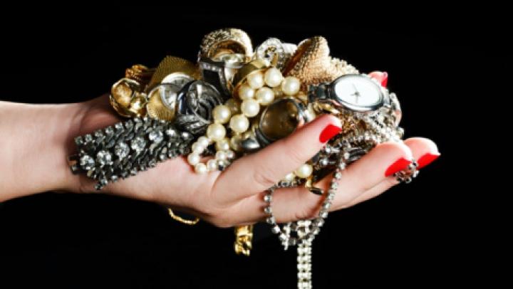 Știai asta? NU mai purta bijuterii din aur. Cum îţi pun sănătatea în pericol
