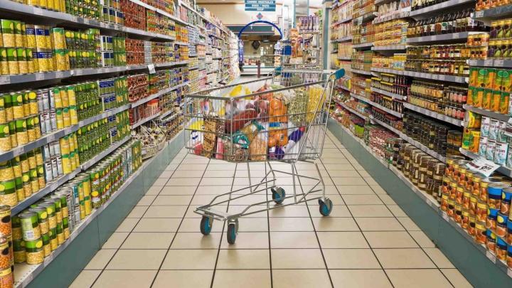 """""""Îţi piere pofta de mâncare!"""" Ce a găsit o femeie într-un produs cumpărat dintr-un supermarket din oraş"""