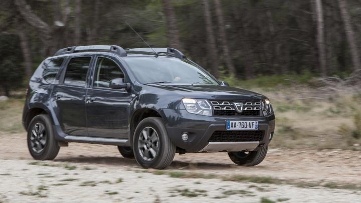 În România a fost surprinsă o Dacia Duster cu o caroserie pick-up double-cab. IMAGINE SPION