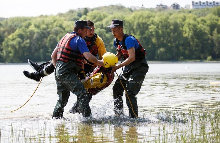 Salvamarii sunt pregătiți pentru a interveni în cel mai scurt timp. Recordul obținut pe lacul din Valea Morilor (FOTO)