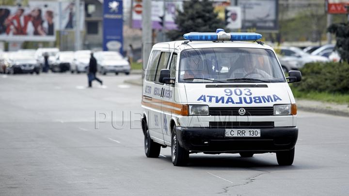 MOARTE MISTERIOASĂ! Un bărbat a fost găsit ÎNSÂNGERAT în subsolul unui bloc din Capitală