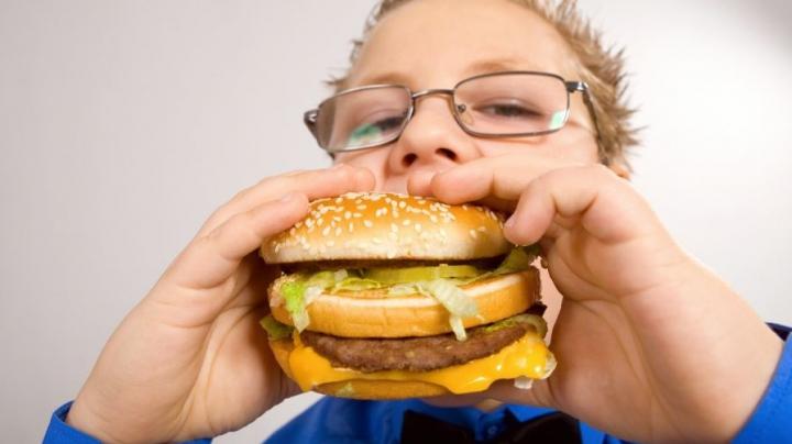 Obezitatea face ravagii în rândul copiilor. Avertismentul OMS şi ce se poate întâmpla dacă nu se iau măsuri urgente