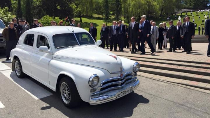 Lavrov, la volanul unei maşini de epocă şi cu daruri inedite pentru omologul său american DETALII