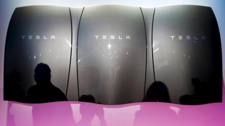 PUBLIKA ONLINE: Număr URIAŞ de comenzi pentru acumulatorul Tesla. Care e secretul (VIDEO)