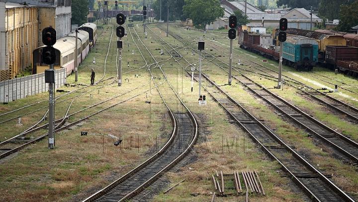 TRAGIC! Un bărbat s-a aruncat în faţa trenului în apropiere de Drochia. CE SCRIA ÎN BILETUL DE ADIO