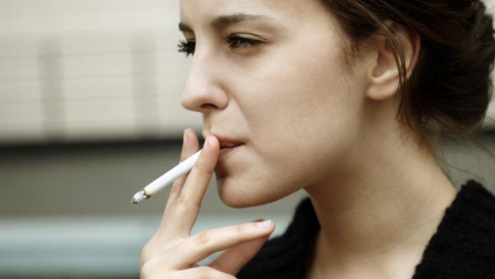 Cum AFECTEAZĂ fumatul fertilitatea femeilor. Ce spun medicii ginecologi