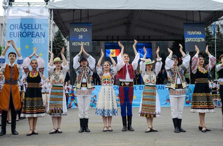 Delicii culinare în Orășelul European din Chișinău. Cum a surprins publicul ambasadorul UE în Moldova