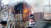 Incendiu la Durleşti. Cel puţin şapte pompieri au luptat cu flăcările care au cuprins o şură (VIDEO)