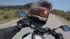 ACCIDENT TERIBIL surprins pe o şosea. Un motociclist s-a izbit într-un camion (VIDEO)