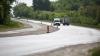 Aventură periculoasă pe drumurile Moldovei. Cum a fost văzut şofând un tânăr (VIDEO)