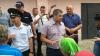 SCANDAL LA TOPALA! Locuitorii satului se ceartă ca la uşa cortului pe pragul secţiei de votare (VIDEO)