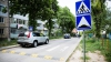 SPULBERAŢI pe trecerea de pietoni. MOMENTUL în care doi tineri sunt loviţi de un automobil (VIDEO)