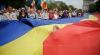 Tricolor imens la Prut! Un grup de tineri organizează o acțiune în amintirea Podurilor de flori din 1990