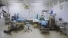 Intervenţie chirurgicală BIZARĂ. Un bărbat cântă la chitară când i se face o operaţie la creier (VIDEO)