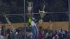 SCENE INCREDIBILE! Fanii unei echipe s-au bătut cu poliţia şi au furat trofeele adversarilor
