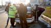 Doi bărbaţi, surprinşi bătându-se în stradă! Poliţiştii au aflat motivul şocant al încăierării