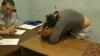 SCANDAL! Trei prostituate și clientul lor s-au dat în spectacol la Inspectoratul Buiucani (VIDEO)