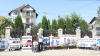 PROTEST în faţa casei secretarului CMC. Acuzaţiile aduse de un candidat la funcţia de primar