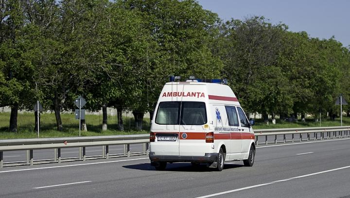 Transportaţi de urgenţă la spital. NENOROCIREA care s-a abătut peste doi minori la miez de noapte