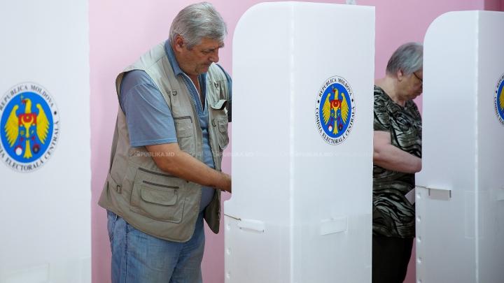 ALEGERI LOCALE 2015: În sute de localități din țară se va desfășura al doilea tur de scrutin