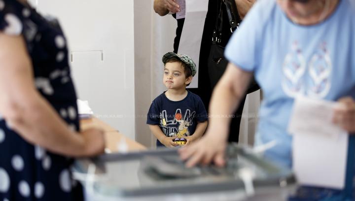 ALEGERI LOCALE 2015. TURUL DOI: Prezenţa moldovenilor la urnele de vot (UPDATE)