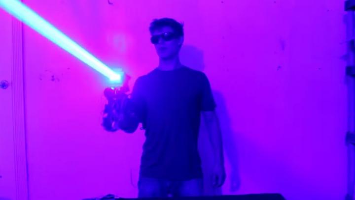 Arma laser inspirată de filmele Star Wars pe care o poți construi în propria casă (VIDEO)