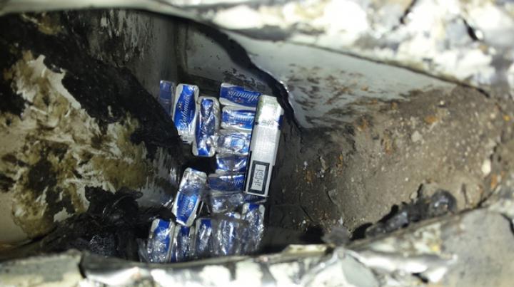 Ingeniozitatea la moldoveni! Cum se face, mai nou, contrabandă cu ţigări peste râul Prut (FOTO/VIDEO)