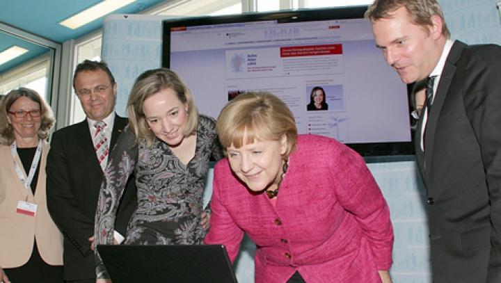 Calculatorul cancelarului Merkel a fost ATACAT DE HACKERI. Atentantul survine la jumătate de an după unul similar