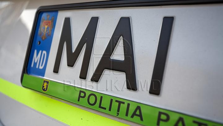 Mașină cu surprize! Ce au găsit polițiștii în automobilul unui tânăr din Briceni (FOTO)