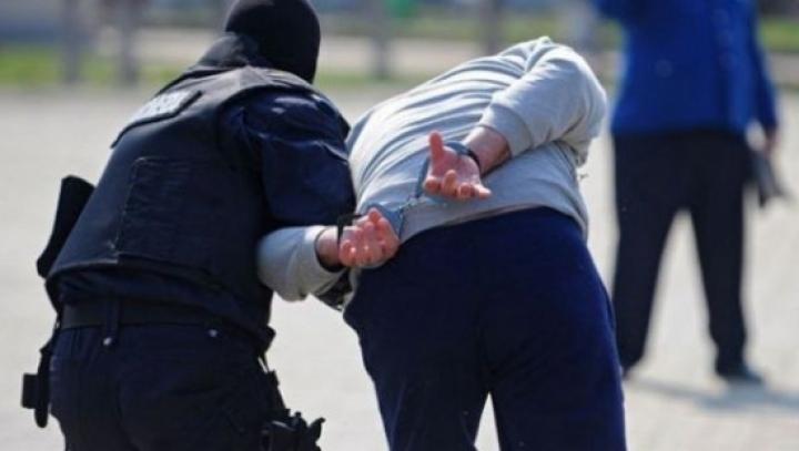 Erau înfometaţi? Doi tineri riscă dosar penal pentru ce au făcut în centrul Capitalei (VIDEO)