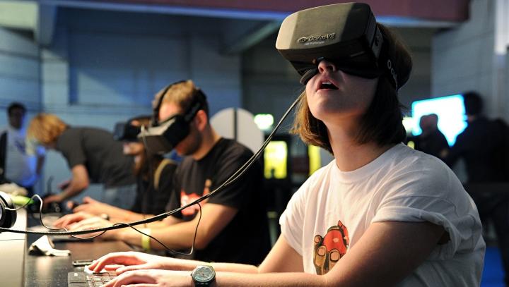 REVOLUȚIONAR! Compania Oculus pregătește noi funcții pentru renumita cască Oculus Rift