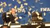 Incident incredibil! Un actor a aruncat cu bani în Sepp Blatter, întrerupându-i discursul (VIDEO)
