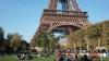 Poze deocheate, făcute lângă Turnul Eiffel. Cum a fost pedepsită o femeie pentru gestul său (VIDEO)