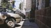 Foamea bat-o vina! Cum a parcat un şofer grăbit în faţa unui local (VIDEO)