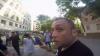 Un membru violent al grupării Antifa agresează o echipă de jurnalişti (VIDEO)