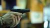 TERIFIANT! O familie cu doi copii minori, ameninţată cu arma la ieşirea din Chişinău (VIDEO)