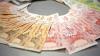 Cum arată sacul cu bani căzut din maşina încasatorilor sub un pod (GALERIE FOTO)