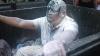 Demnitar din Ucraina, aruncat într-un tomberon de gunoi. Ce i-a revoltat la culme pe activişti