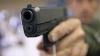 ALTERCAŢII într-un bar. Un necunoscut a ucis un om şi a rănit alţi patru cu o armă (VIDEO)