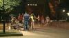 REMEDIU împotriva caniculei! Parcurile din Capitală au fost pline de oameni în toiul nopţii (VIDEO)