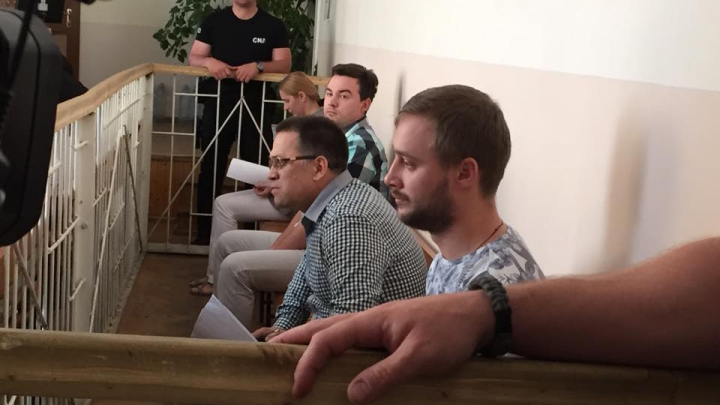Nepotul lui Vlad Filat, ÎNCĂTUŞAT în sala de judecată (FOTO)