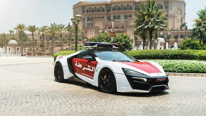 Unică în lume! TEHNOLOGIA instalată pe una dintre cele mai scumpe maşini de poliţie (FOTO)
