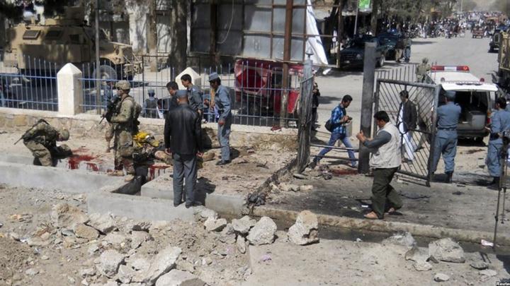 Atac sinucigaş cu bombă în Afganistan: 10 civili au fost ucişi