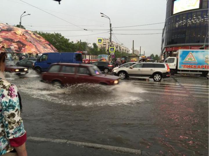 ZĂPADĂ în toi de vară. Orașul în care au apărut troiene în mijlocul lunii iulie (FOTO/VIDEO)