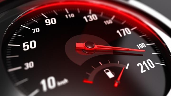 Un șofer, înregistrat de radar când circula cu peste 200 km/h. Cum a fost pedepsit vitezomanul