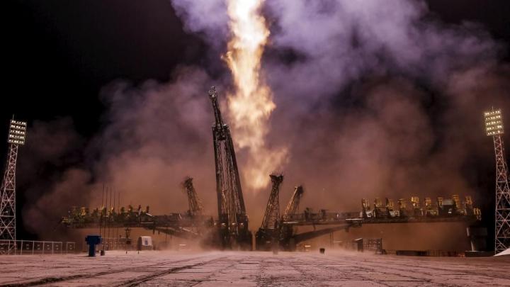 Un nou echipaj de astronauţi a ajuns la bordul ISS, după o amânare de două luni (GALERIE FOTO)