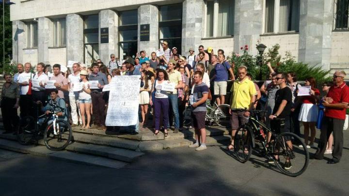 """Protest în faţa Procuraturii Generale. Mai mulţi chişinăuieni au scandat """"Dreptate lui Voloc"""""""