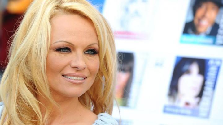 Pamela Anderson a trimis o nouă scrisoare la Kremlin. Iepuraşul Playboy cere intervenţia lui Putin