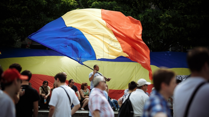 Mii de oameni cu drapele şi spirit unionist. Cum s-a desfăşurat Marea Adunare Națională (FOTOREPORT)